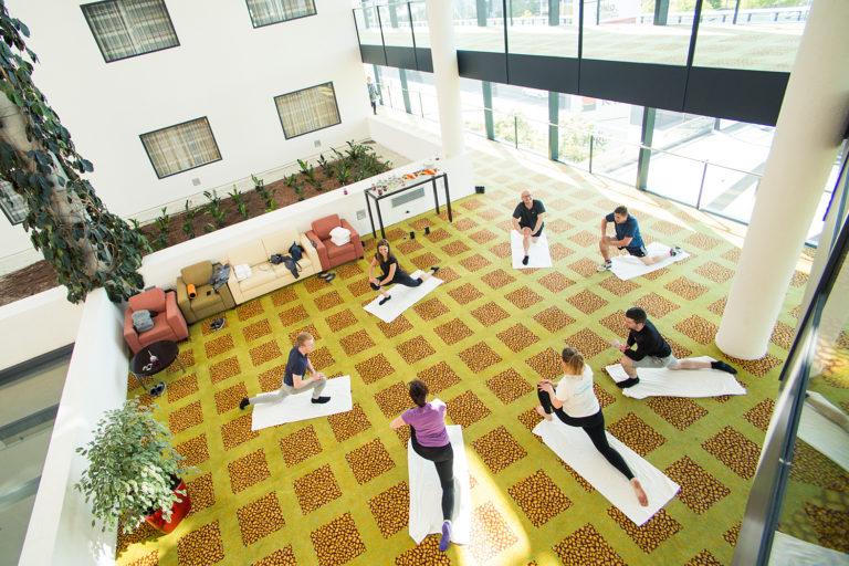Cvičíme v malých skupinách pod vedením profesionálního lektora. Cílem je, aby Vás cvičení bavilo a motivovalo.