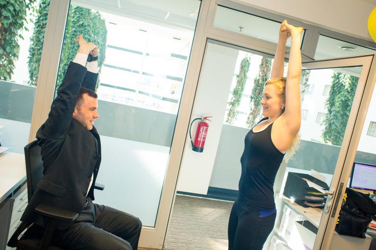 Pravidelné lekce jógy a pilates zlepšují kvalitu zdraví a zvyšují výkonnost zaměstnanců